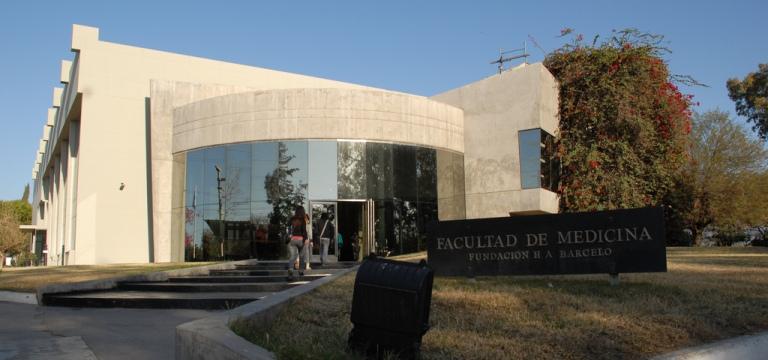 Faculdades_de_medicina_na_argentina_barcelo_flezintercambios