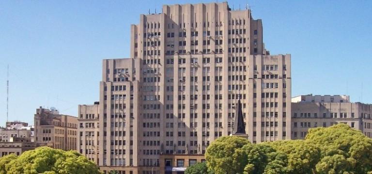 A UBA em 2014 foi eleita a melhor universidade hipanohablante, posicionada entre as melhores da América Latína e do Mundo